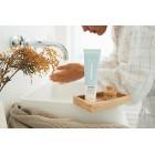 Naïf moisturizing cleanser- nourishing face wash for all skin types 100ml